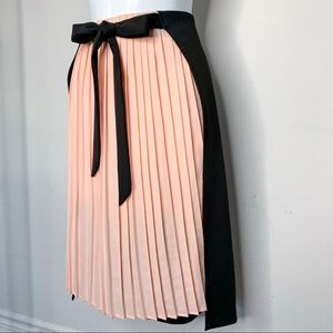 2-in-1 Pleated Sided Asymmetric Skirt